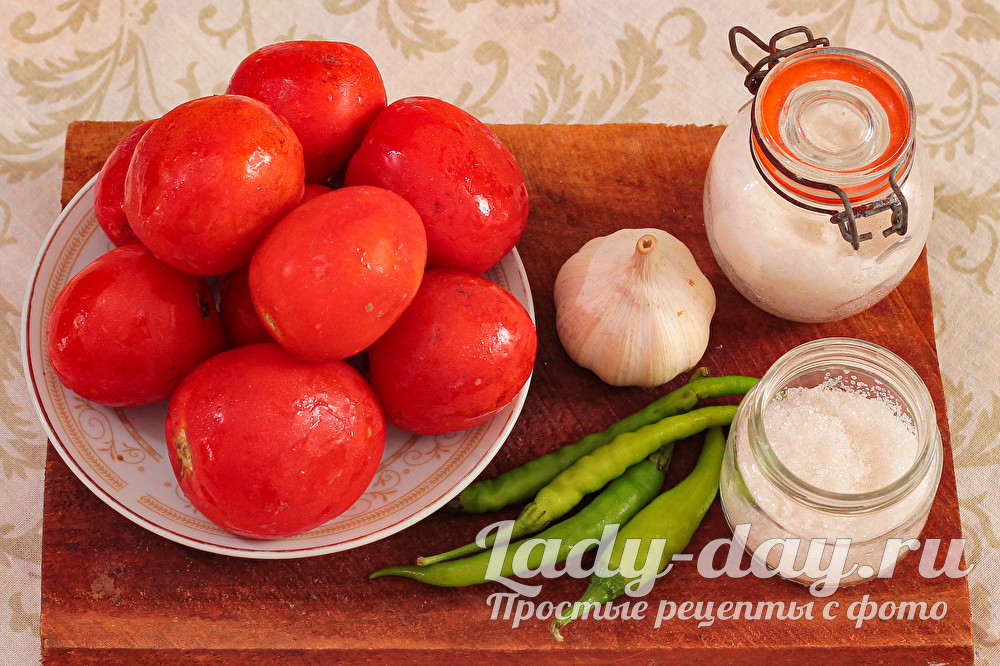Горлодер из помидоров с чесноком: закрываем вкусняшки на зиму