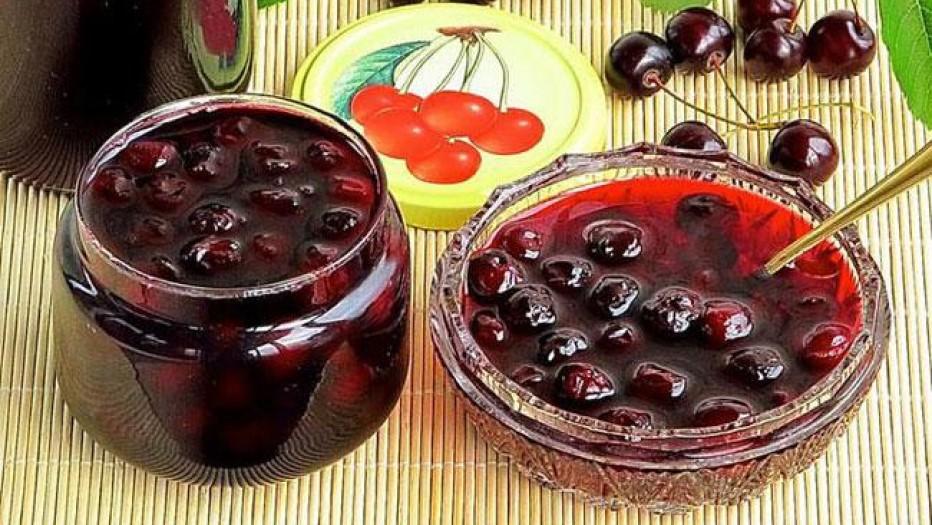 Варенье из вишни с косточкой и без, с какао и коньяком, с яблоками и желатином