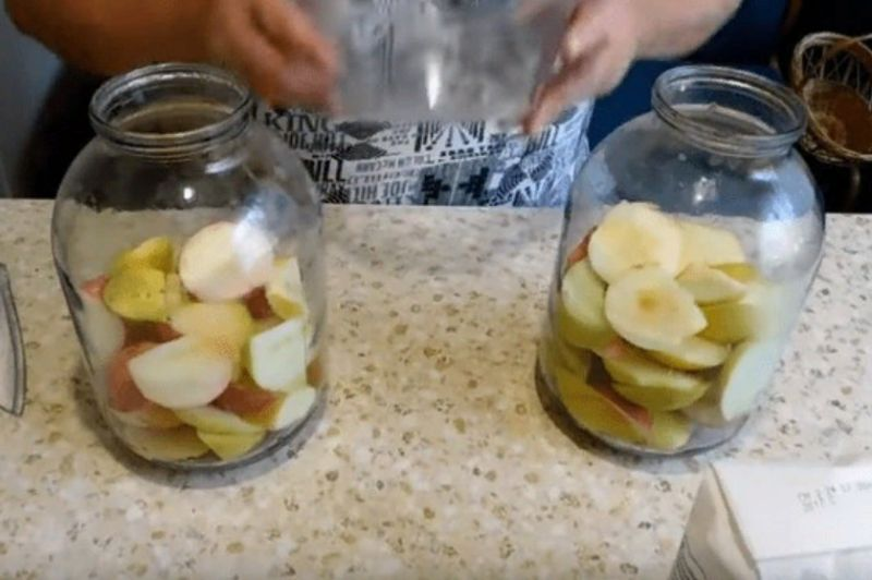 Компот из яблок на зиму: 5 простых рецептов яблочного компота