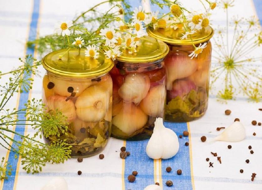 Рецепты приготовления маринованного чеснока с крыжовником на зиму: