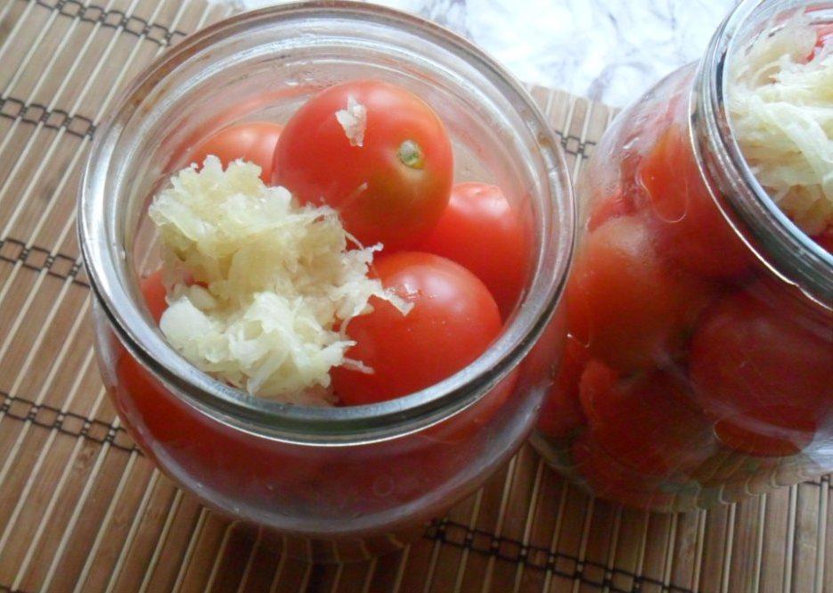 Зелёные помидоры с хреном на зиму - 9 пошаговых фото в рецепте
