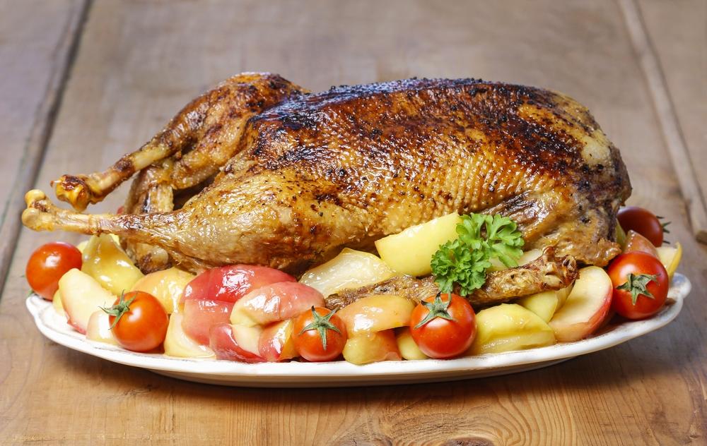 Утка с яблоками в духовке — 10 рецептов запеченной утки в домашних условиях