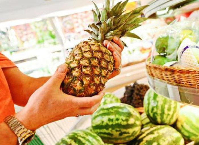 Как правильно выбрать спелый ананас в магазине