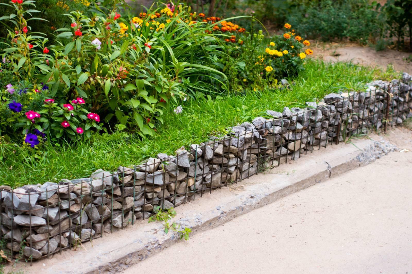 Бордюры для клумб своими руками: как сделать из камня, кирпича и других материалов