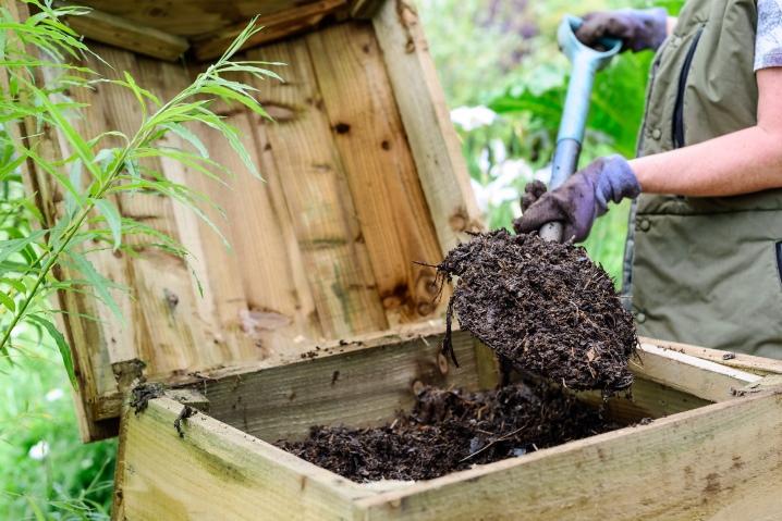Компост из скошенной травы: как быстро и правильно сделать в яме, куче или мешках для мусора, а также иные способы приготовления и применения травяного перегноя