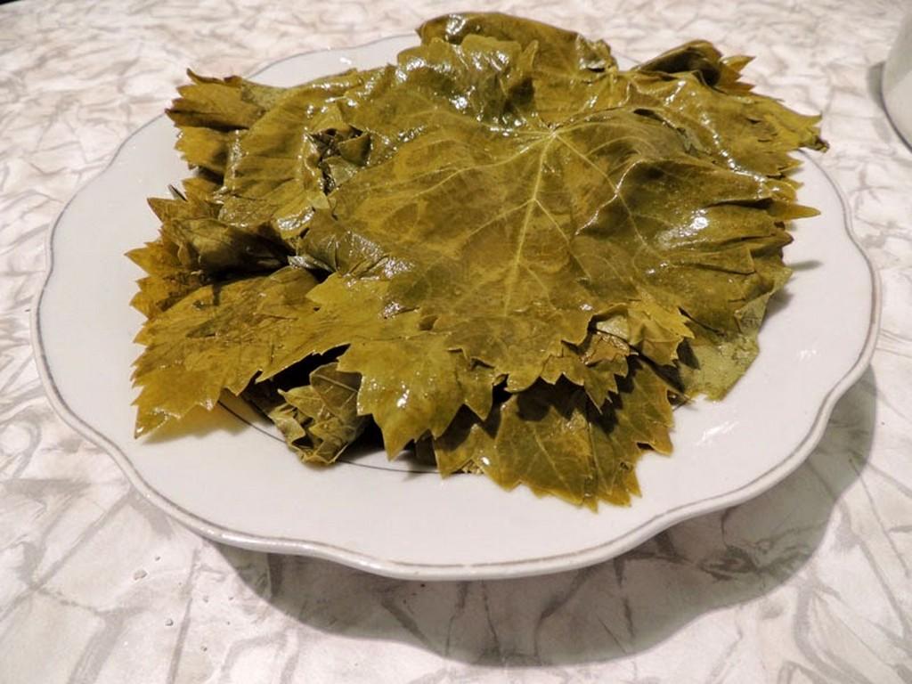 Как заготовить виноградные листья на зиму
