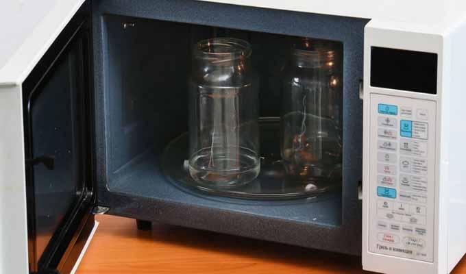 Методы стерилизации пустых и заполненных банок в микроволновке