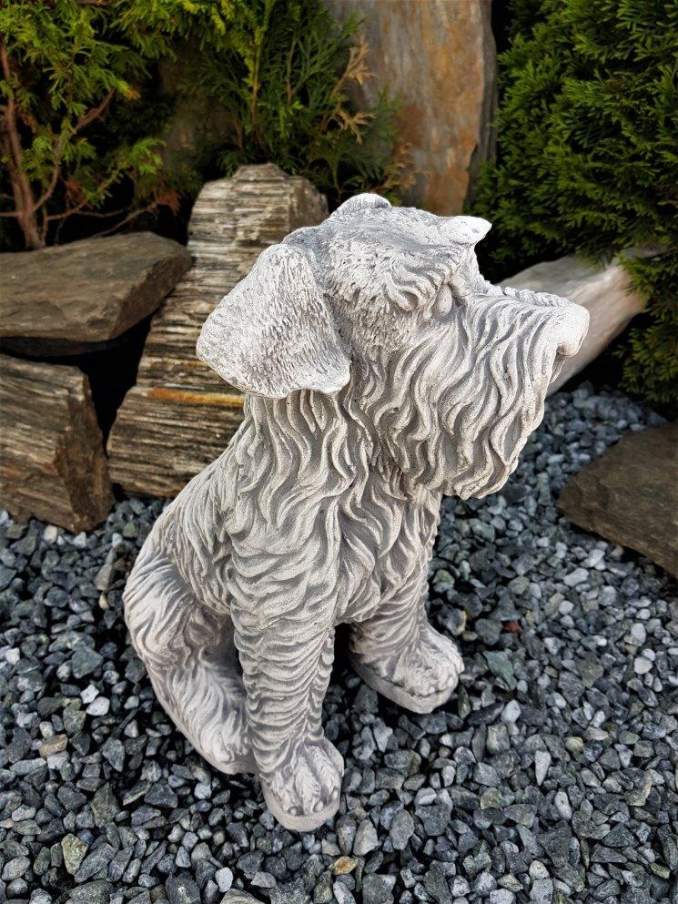 Садовые фигуры (75 фото): фигурки из полистоуна в виде собаки для дачи, большие изделия из бетона, модели животных из гипса, топиарные конструкции из искусственной травы