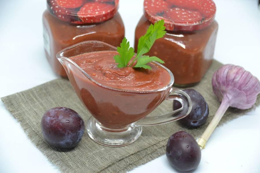 Классический рецепт соуса ткемали из красной алычи по-грузински (на зиму и сразу к столу)