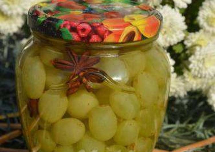 Очень вкусные пошаговые рецепты заготовок маринованного винограда на зиму
