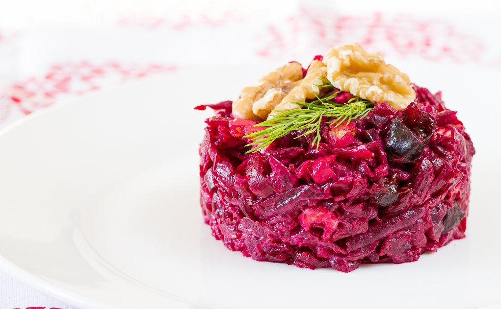 Салат из свеклы, грецких орехов и чернослива — лучшие рецепты. как правильно и вкусно приготовить cалат со свеклой, орехами и черносливом.