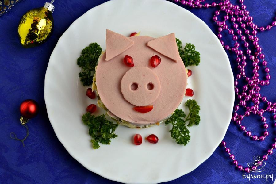 Салаты в виде свиньи на новый год 2019. как украсить новогодние салаты?