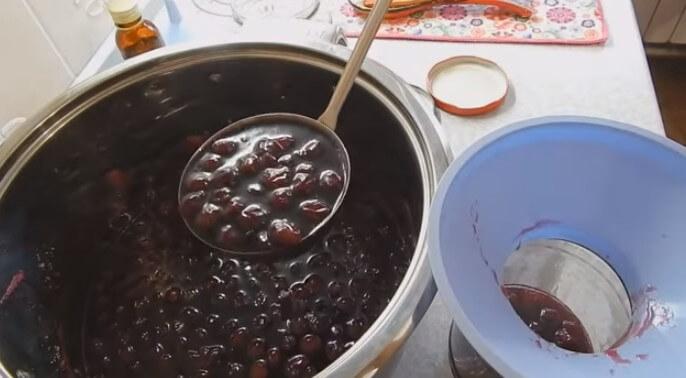 Варенье из черемухи красной и черной – рецепты с косточками и без варки, через мясорубку и в мультиварке