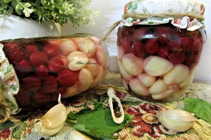 7 рецептов хрустящего маринованного чеснока - лайфхакер