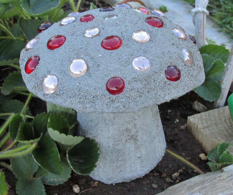 Как сделать гриб для сада из цемента – мастер класс с фото - каталог статей на сайте - домстрой