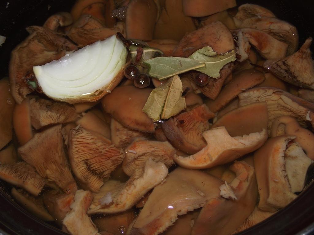 Как заготовить на зиму соленые, маринованные, жареные рыжики, подробные рецепты