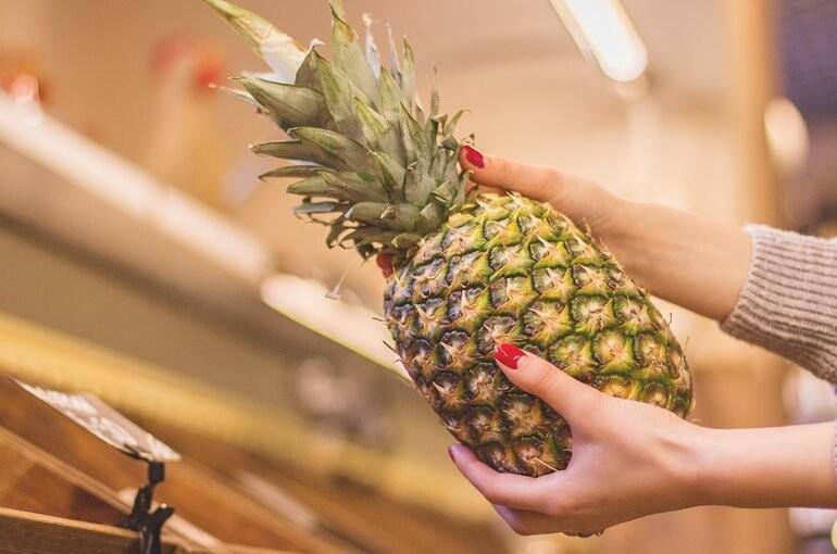 Как выбрать вкусный спелый ананас и правильно его хранить