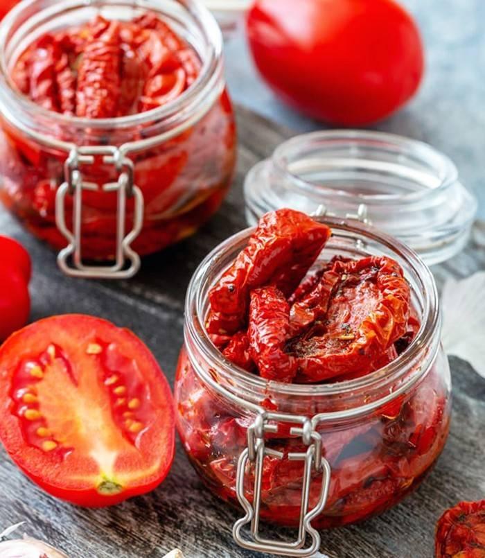 Рецепт вяленых помидор в домашних условиях на зиму: как приготовить в духовке, микроволновке, сушилке