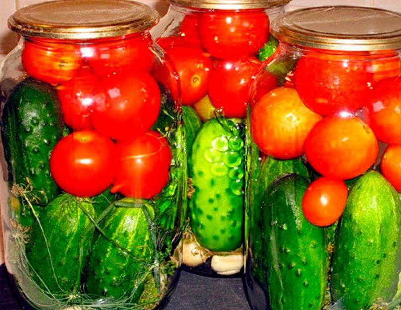 Ассорти из огурцов и помидоров на зиму на 1 литр — 7+ самых вкусных рецептов