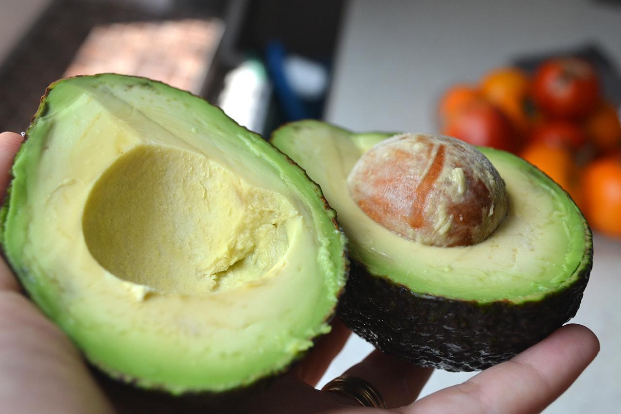 5 трюков, как заставить авокадо быстро дозреть
