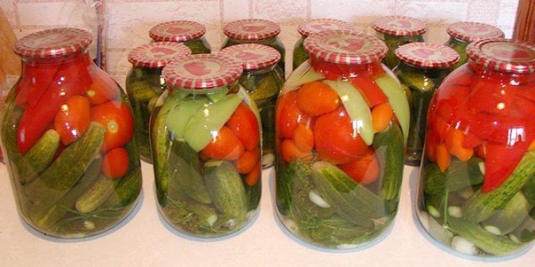 Засолка огурцов и помидоров ассорти на зиму: рецепты пошагового приготовления