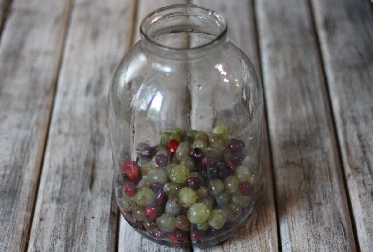 Простые рецепты компота из голубики на зиму, закатки со стерилизацией и без, хранение