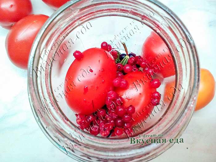 Чеснок, маринованный в соке красной или белой смородины
