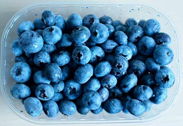 Клубника с сахаром без варки на зиму: 7 лучших рецептов для холодильника и морозилки