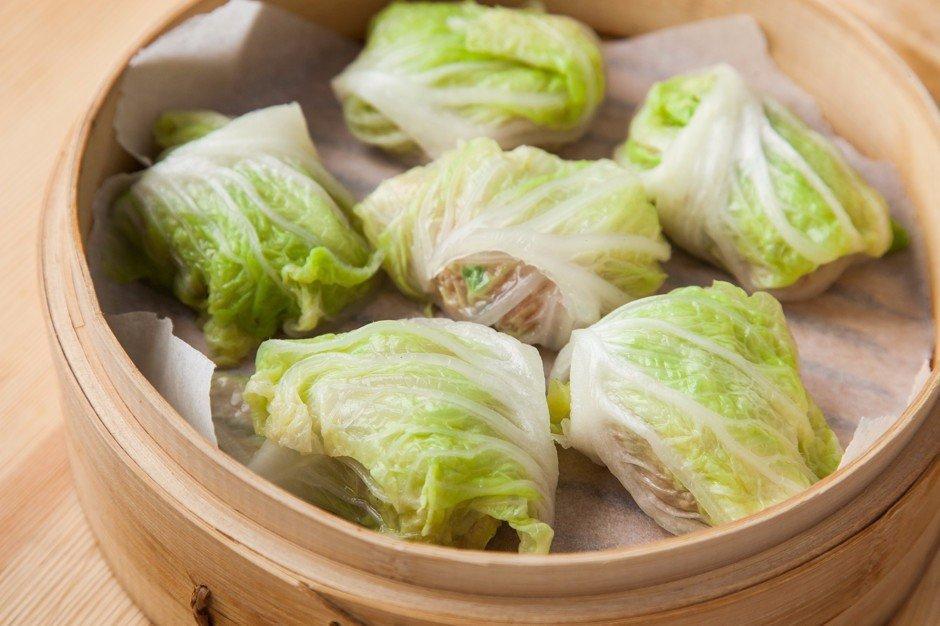 Как солить пекинскую капусту: рецепты быстрого приготовления со специями, грушей, на зиму, а также как хранить китайский овощ в таком виде и с чем подавать?