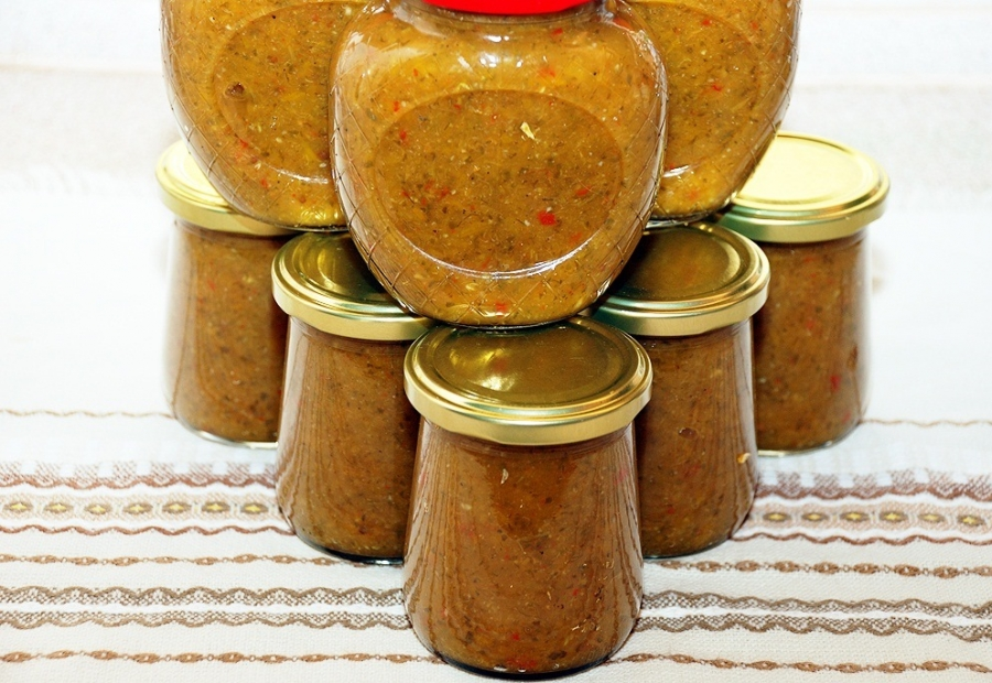 Рецепты приготовления ароматной аджики из сливы и перца на зиму