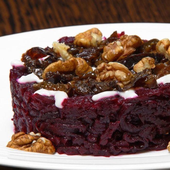 Салат с черносливом и грецким орехом - пошаговые рецепты приготовления с курицей, говядиной и индейкой