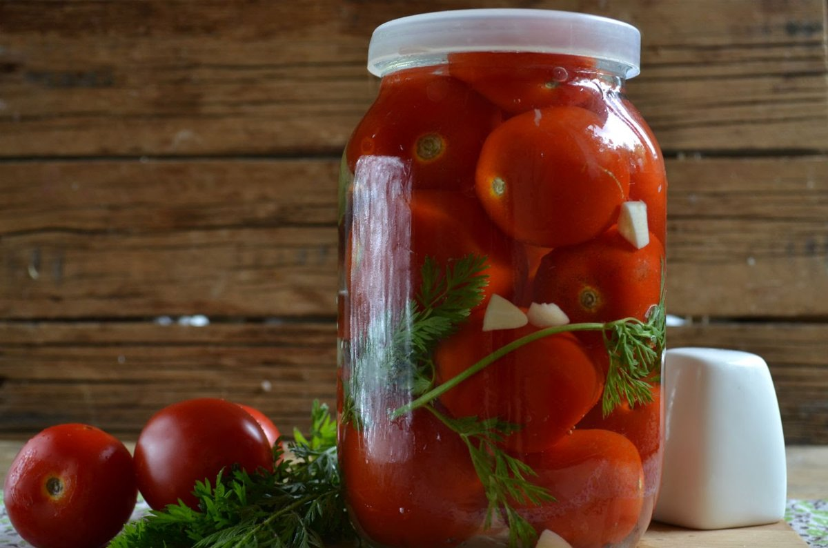 Очень вкусные помидоры, маринованные на зиму: сладкие, острые, в собственном соку