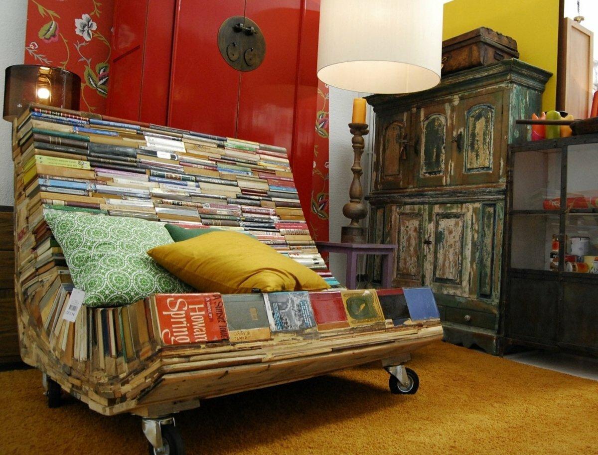 Предметы мебели и декора для дачи из старых книг
