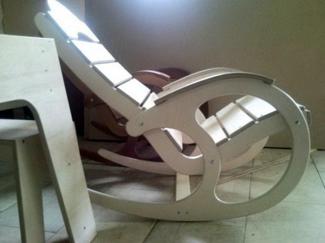Как сделать кресло-качалку из фанеры своими руками?