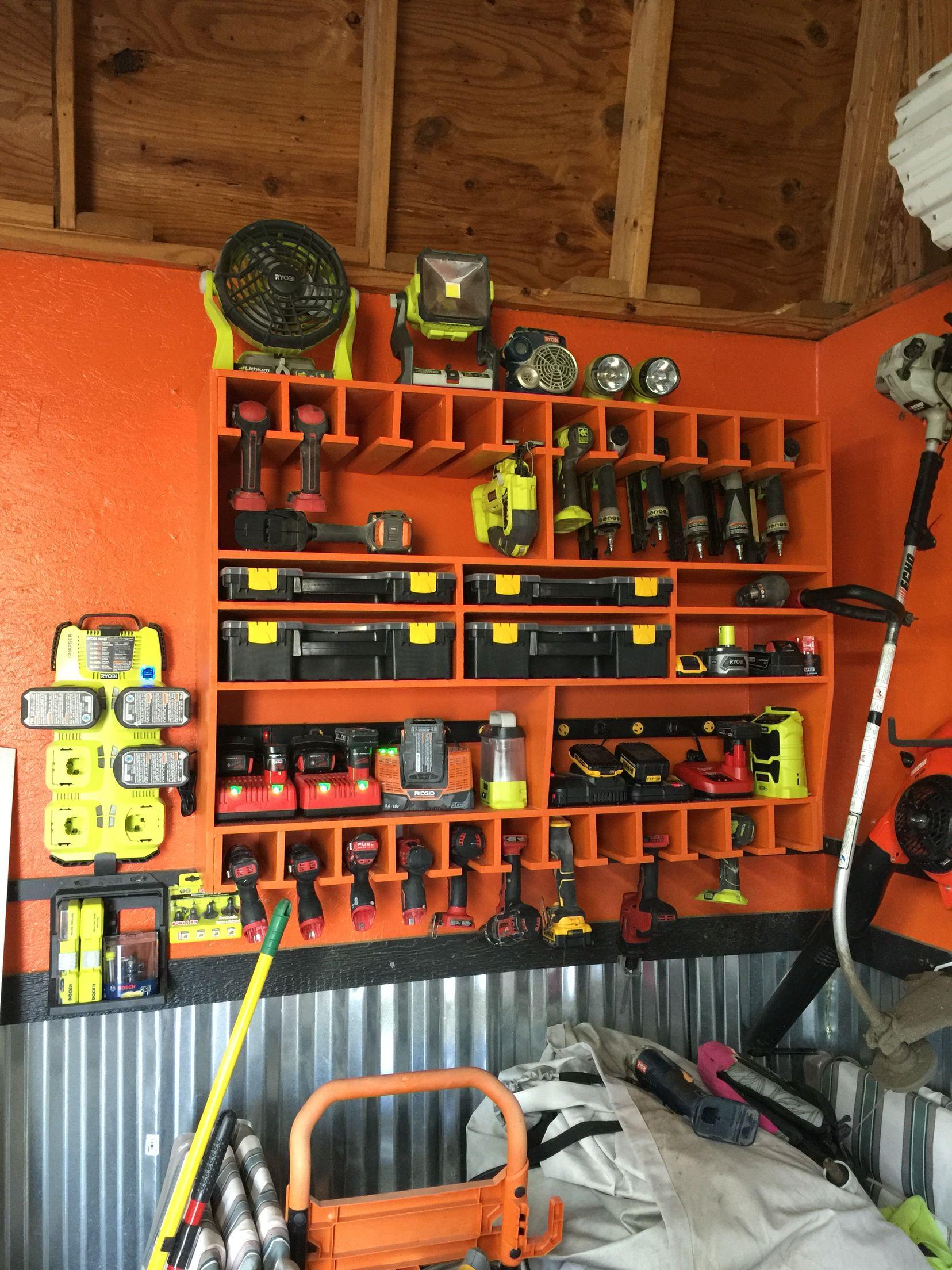Мужское представление о порядке: как обустроить гараж внутри — фото