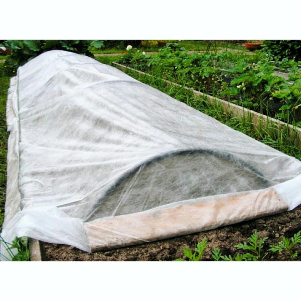 Какой лучше укрывной материал для грядок: нетканый, черный, агротекс, агроспан 60 или спанбонд (как выбрать, технические характеристики)