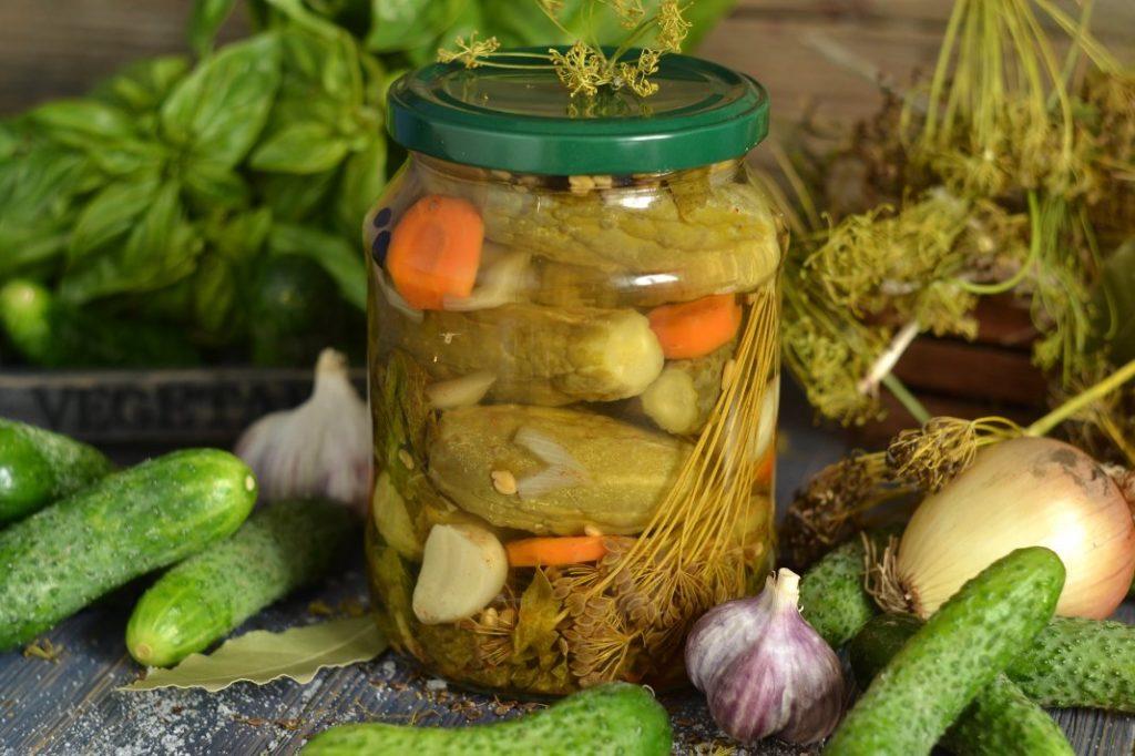 Маринованные и соленые огурцы с водкой на зиму – 2 рецепта
