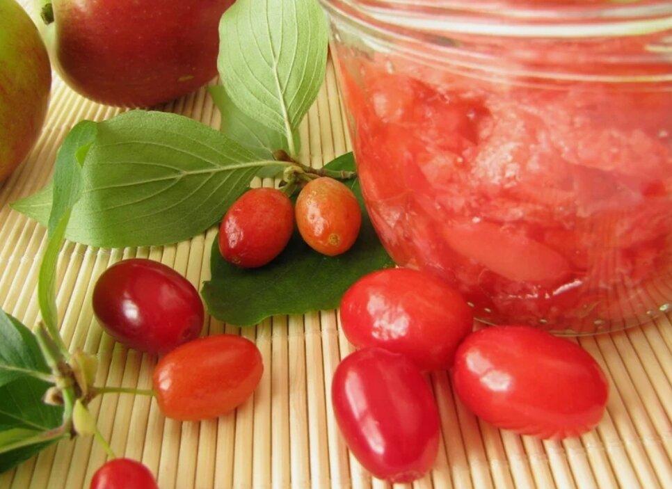 Заготовка кизила     как сохранить полезные качества кизила? тем, кто имеет возможность лакомиться этой вкусной ягодой, наверняка не раз приходилось сталкиваться с этим вопросом. наша статья помо