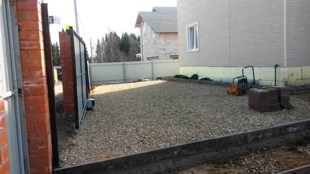 Как устроить автомобильную стоянку на даче