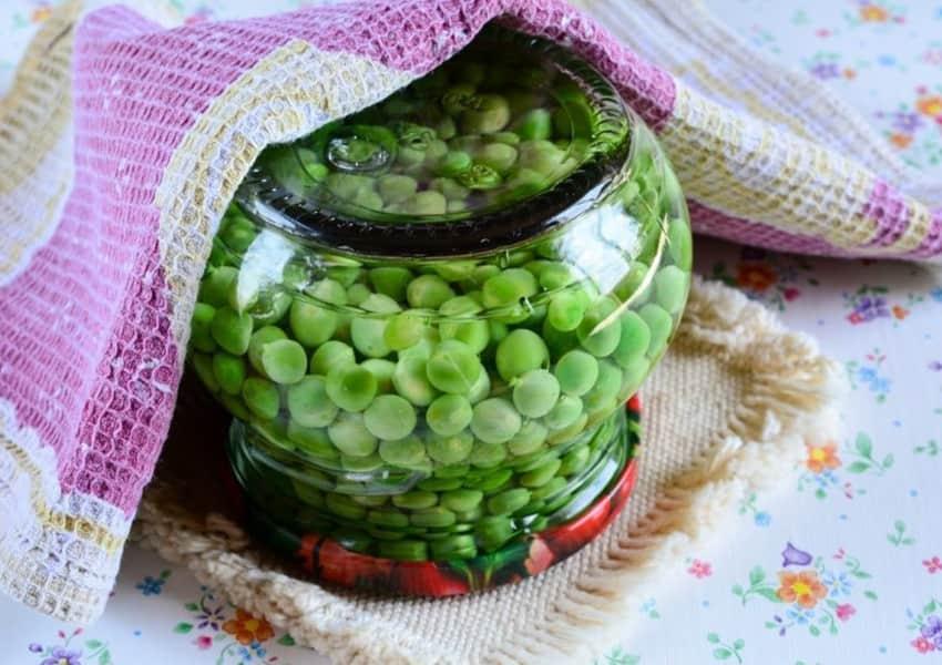 Как приготовить маринованные огурцы с зеленым горошком на зиму и сроки хранения консервации