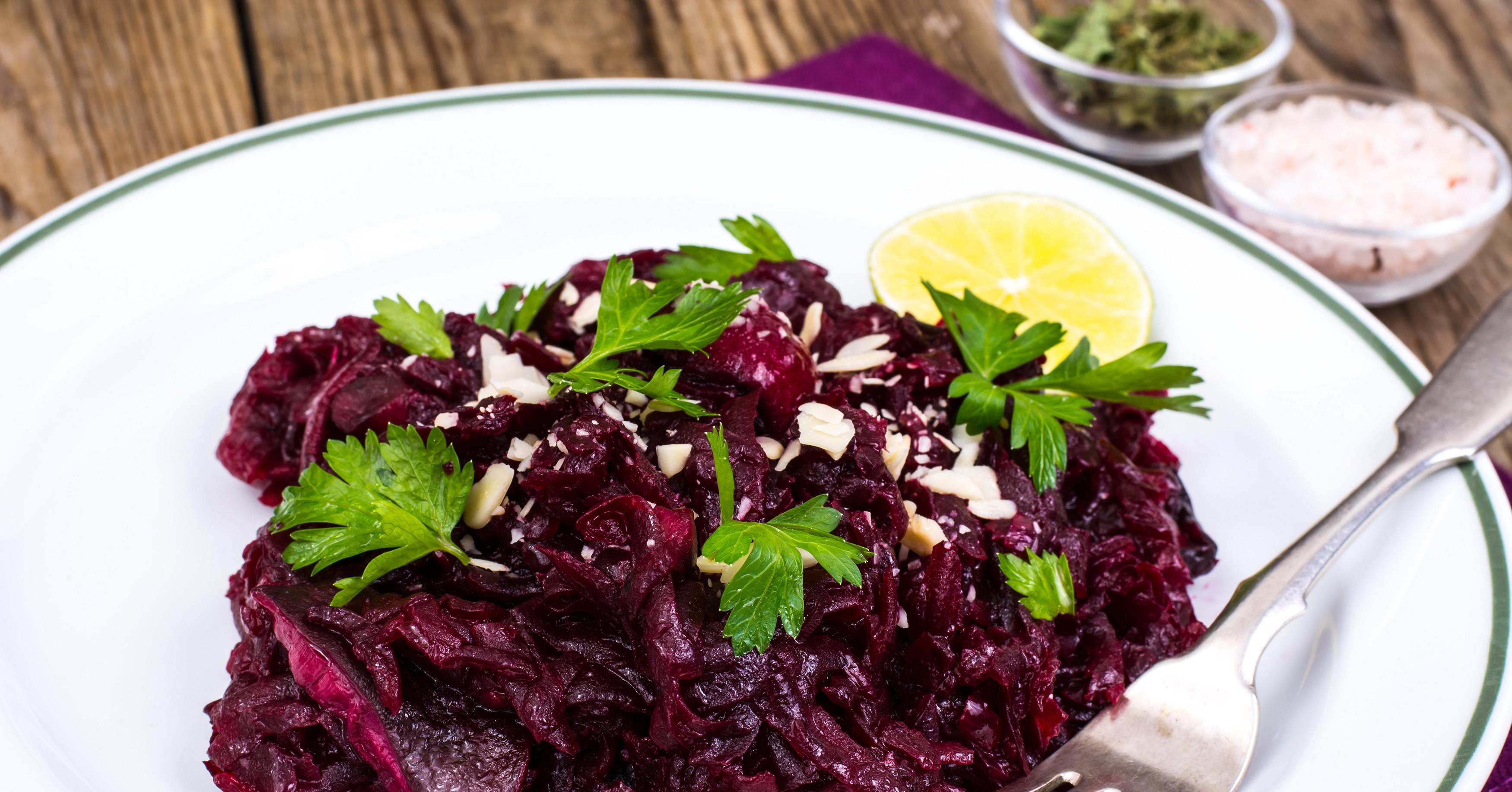 Салат любовница со свеклой и морковью - разные по вкусовым ощущениям компоненты: рецепт с фото и видео