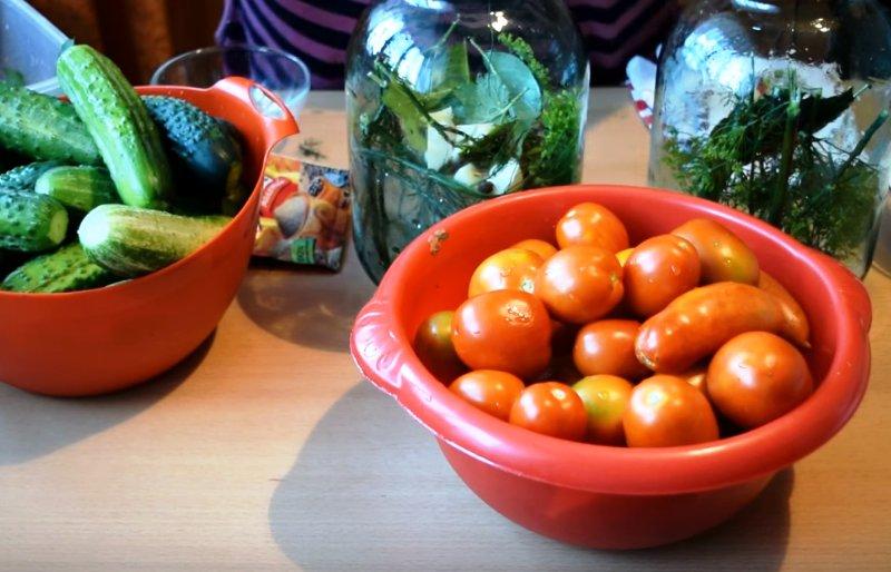 Ассорти помидоры и огурцы на зиму: рецепты с лимонной кислотой и 8 способов