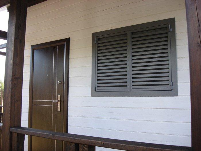 Установка внутренней решетки на окно: монтаж в зависимости от вида, фото и видео