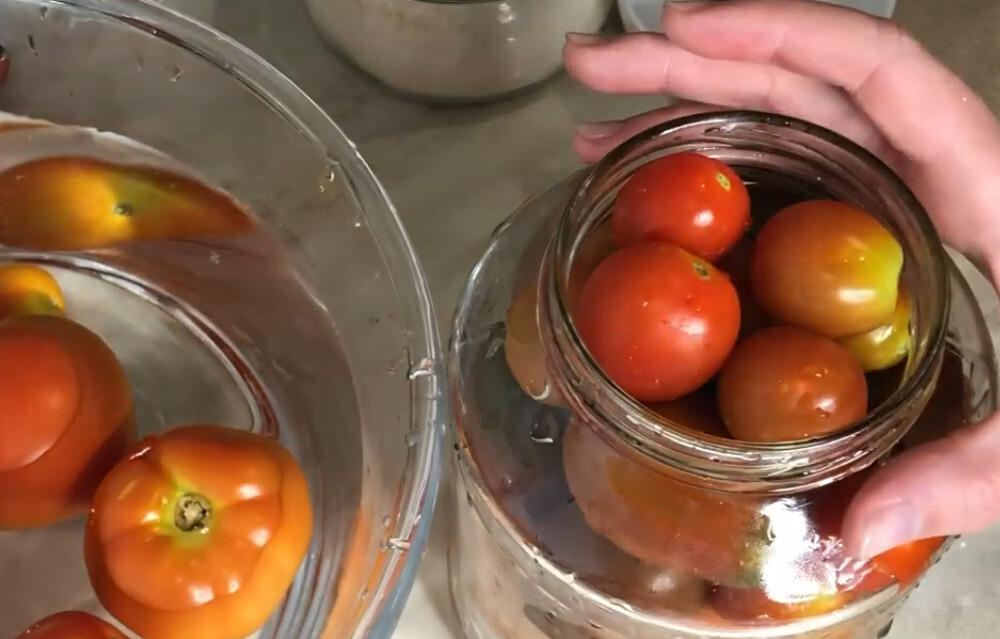 Сколько можно хранить консервированные помидоры