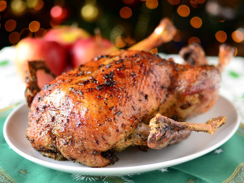 Утка в духовке мягкая и сочная с яблоками, картошкой в фольге и рукаве: как замариновать утку для запекания, чтобы была сочной и мягкой