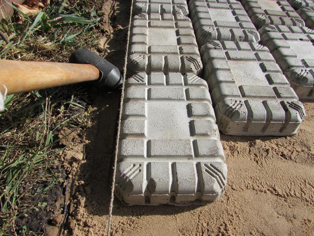 Правила монтажа тротуарной плитки в условиях дачи