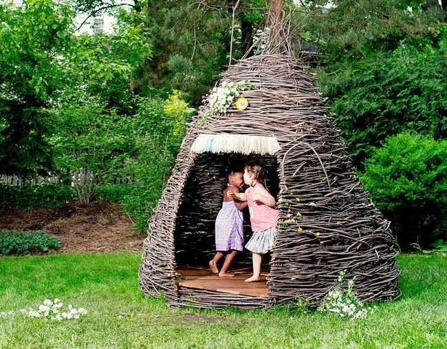 Как сделать шалаш дома? 47 фото: делаем большой вигвам для ребенка своими руками в домашних условиях. как построить треугольный шалашик? другие идеи