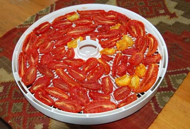 Как приготовить вяленые помидоры в сушилке на зиму в домашних условиях