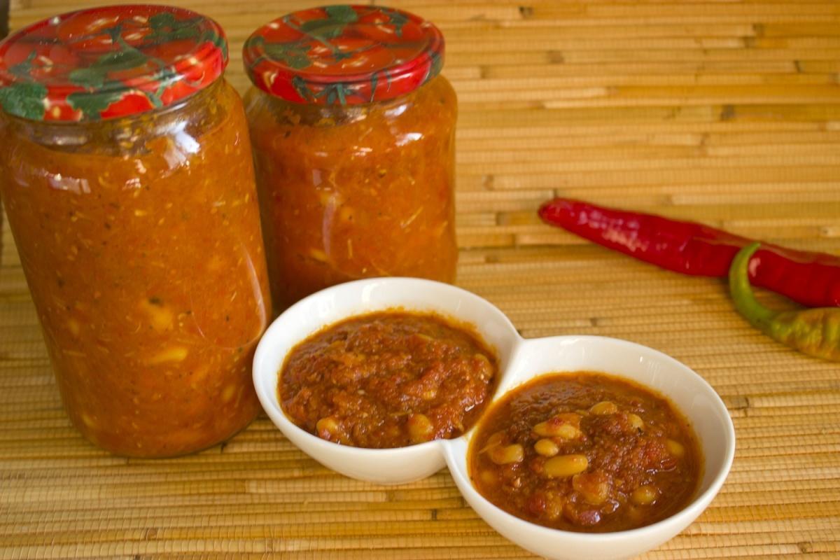 Фасоль в томате, как в магазине на зиму: очень вкусные рецепты