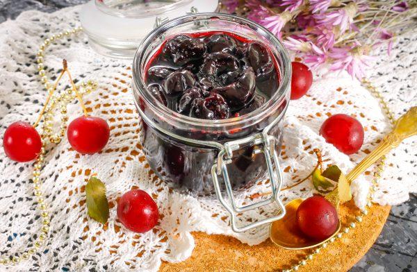 7 рецептов ароматного варенья из черешни - лайфхакер